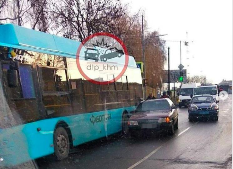 У Хмельницькому тролейбус потрапив в ДТП…