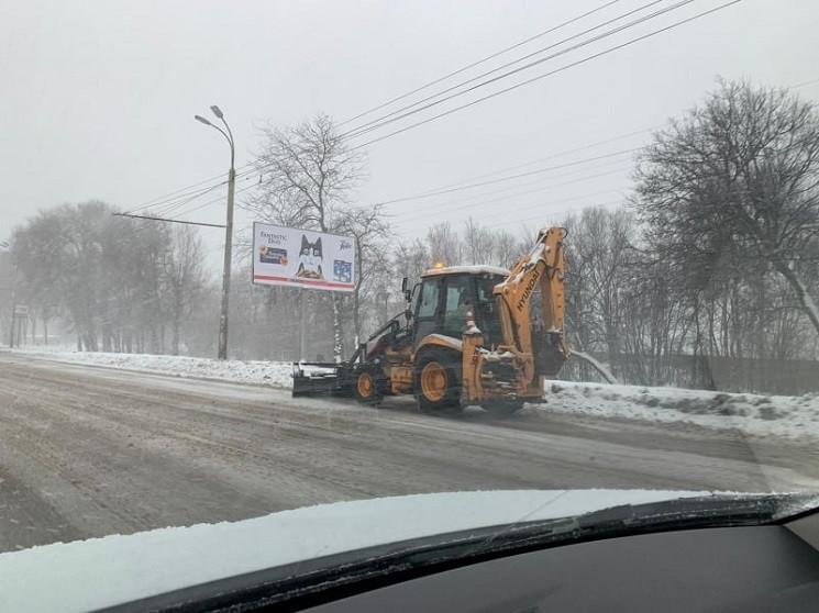 Як у Дніпрі комунальники розчищали дорог…