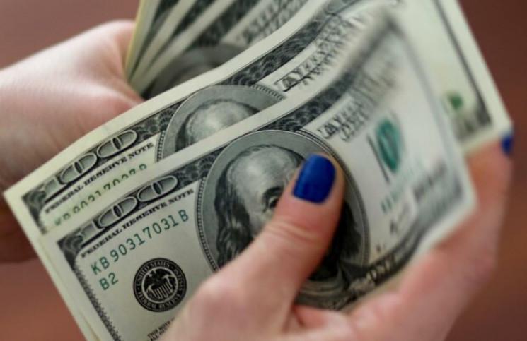 Долар в українських обмінниках продовжує…