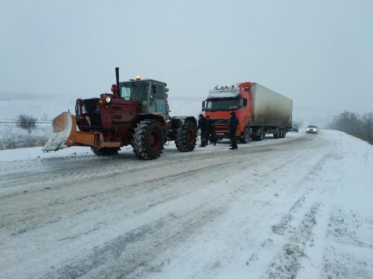 На Луганщині через снігопад перекрили кі…