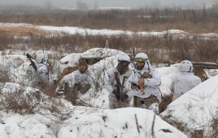 Війна на Донбасі майже стихла: Три обстр…