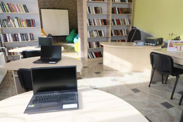 У селі Гайсинського району бібліотеку пе…