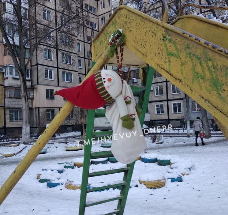 В Днепре на детской площадке повесился с…