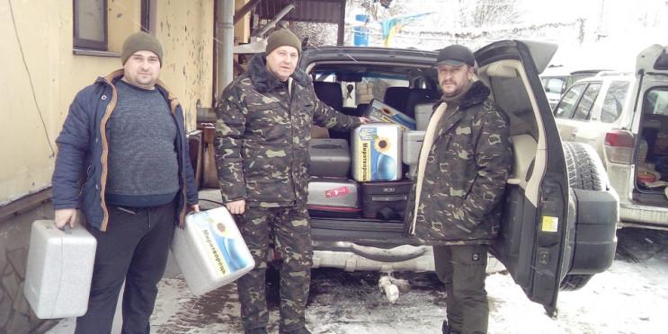 У Пісках волонтери подарували українськи…