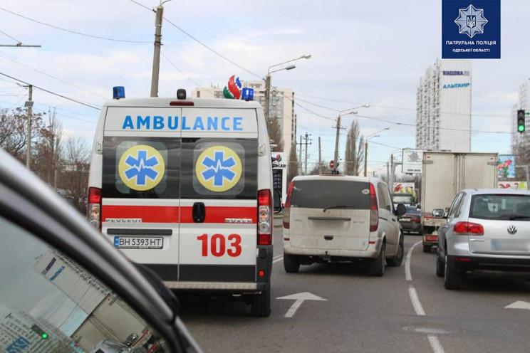 Поліцейські перевіряють, як в Одесі воді…