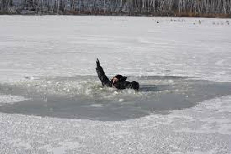 На Тернопільщині рибалка провалився під…