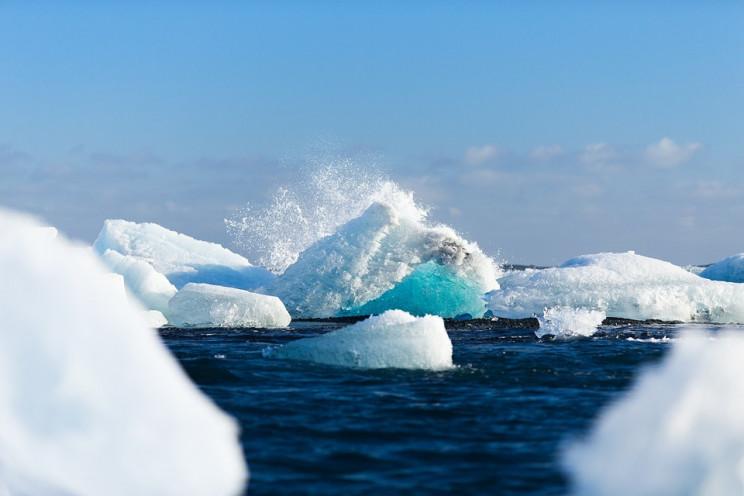 В Антарктиді відколовся гігантський айсб…
