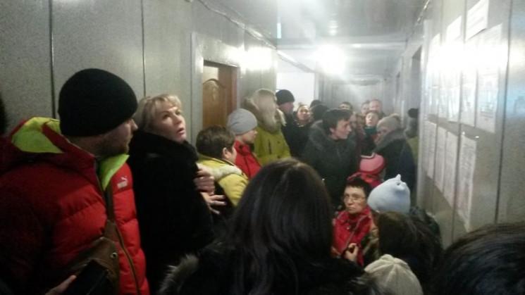 Це караул: Як у Луганську давляться у ті…