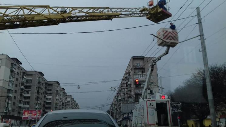 У Львові зупинився рух транспорту на одн…