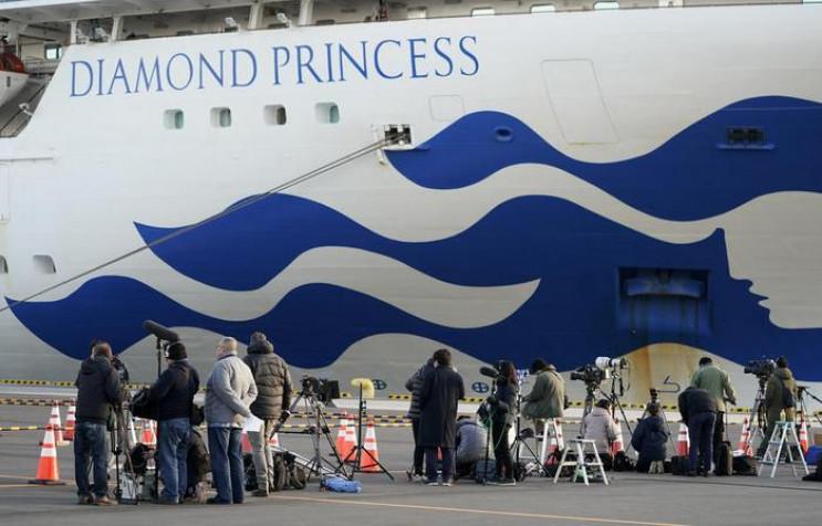 У Японії зійшли на берег перші пасажири…