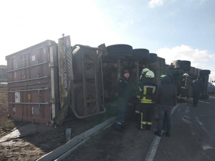 Под Одессой перевернулся грузовик…