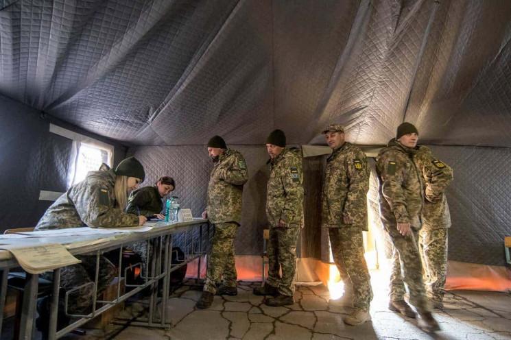 В Україні лише 36% військових продовжуют…