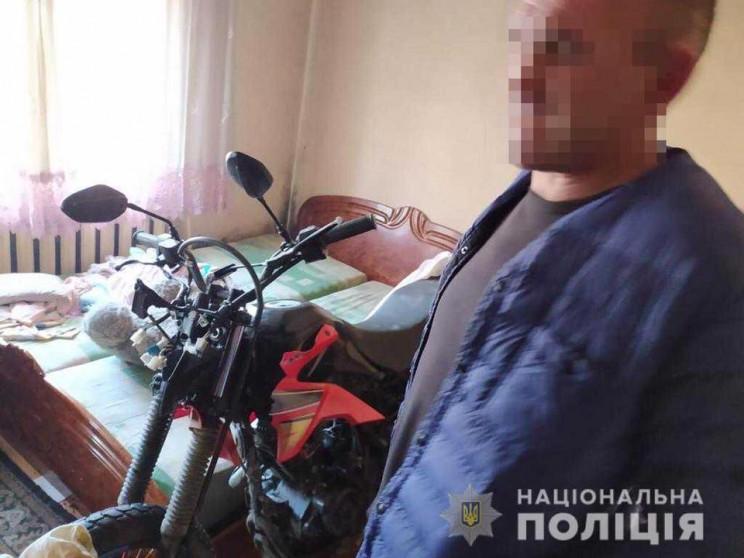 Закарпатець викрав мотоцикл у поліцейськ…
