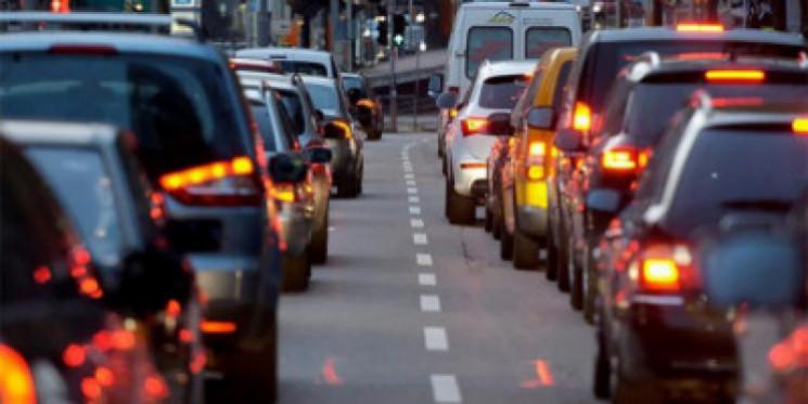 Автомобільні трощі скували Київ заторами…