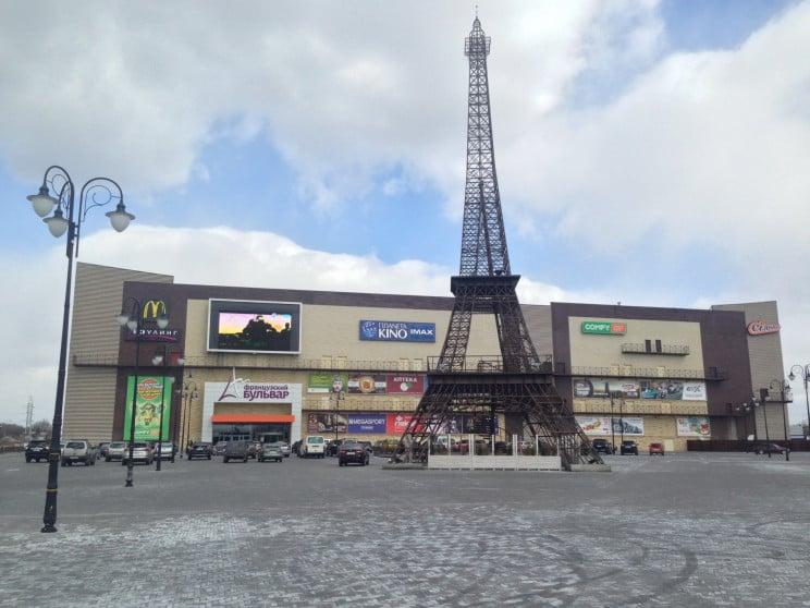 В Харькове в торговый центр подкинули са…