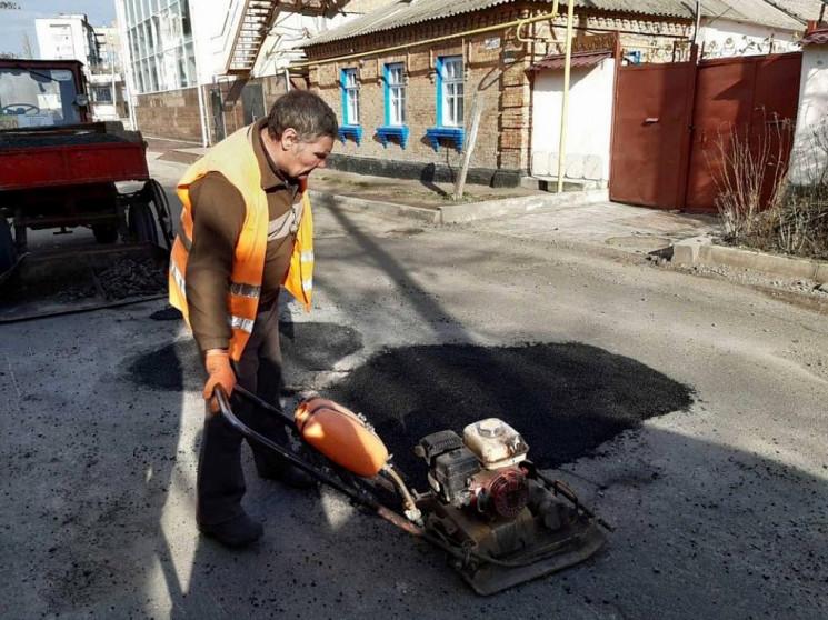В Кропивницком коммунальщики начали лата…