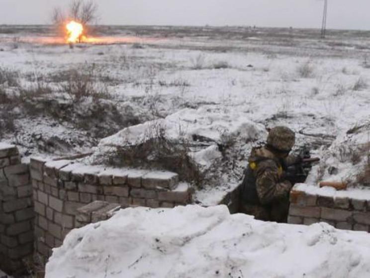 Криваві бої на Донбасі: Один загиблий, ш…