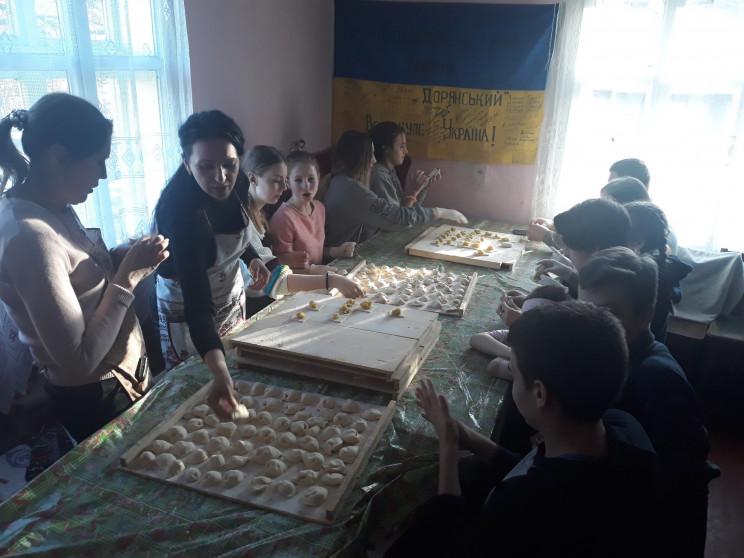 На Франківщині школярі наліпили 5 тисяч…