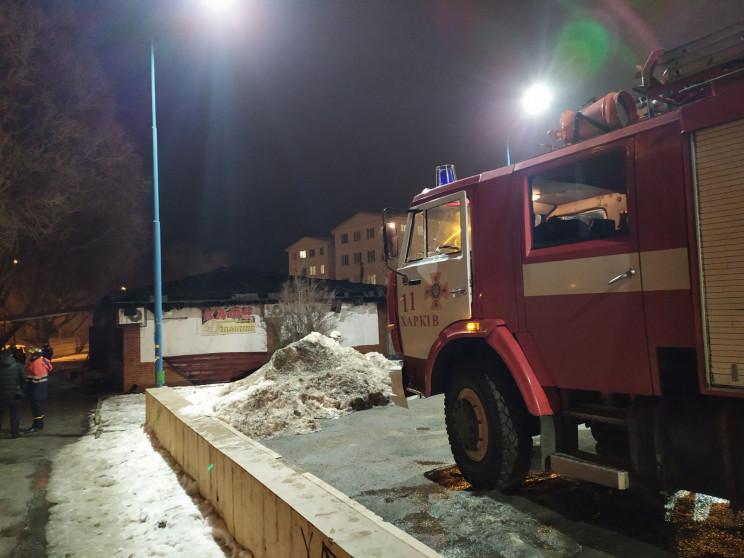 У Харкові вогонь охопив кафе: Пожежу гас…