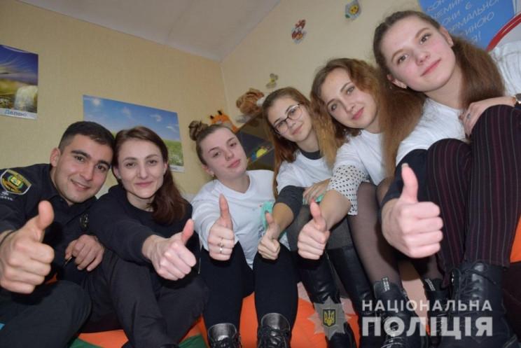 В Марьинке открыли школьную службу взаим…