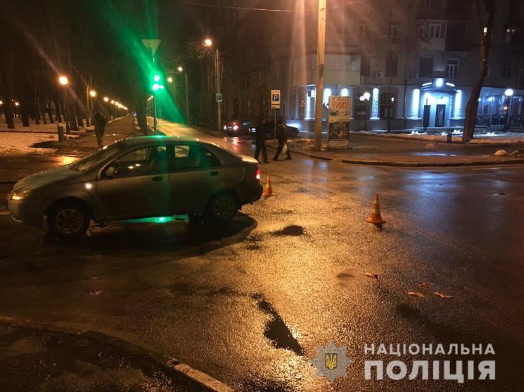 """На перекрестке в Харькове пешеход """"броси…"""