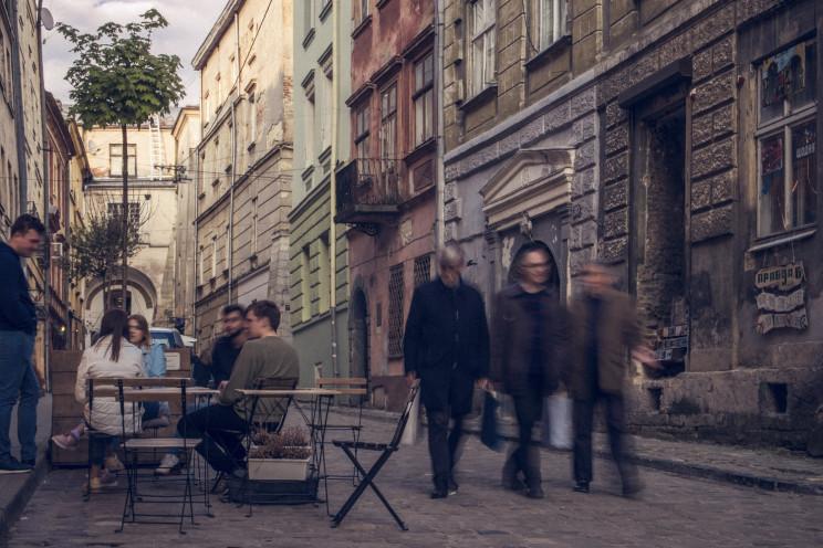 Львів'яни недовіряють сусідам і прокурат…