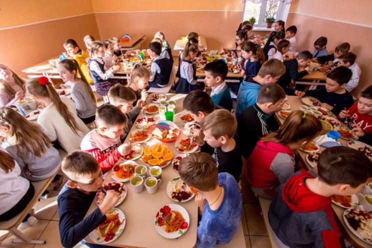У Хмельницькому по-новому харчують дітей…