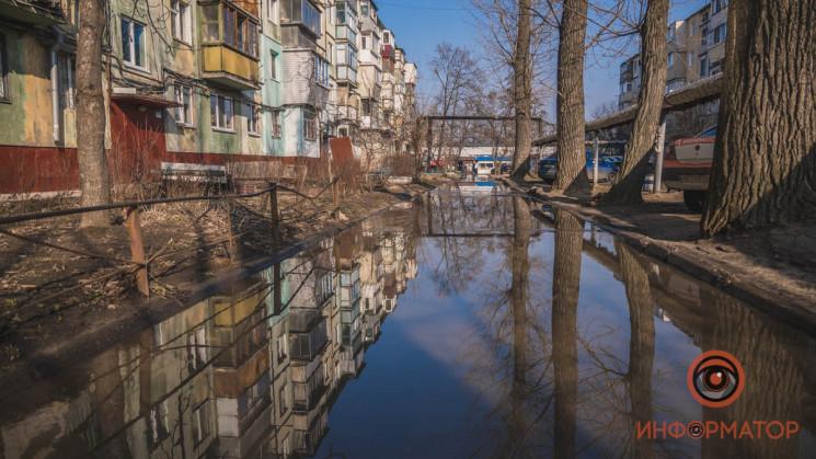 В Днепре улицы-реки не дают пешеходам хо…