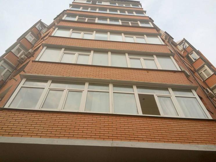 В Полтаве выпала с девятого этажа и поги…