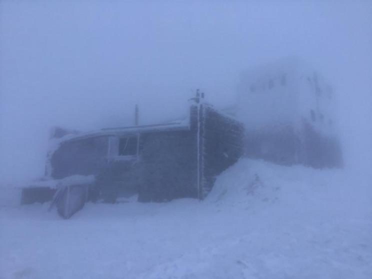 На горі Піп Іван мороз опустився до -8°С…