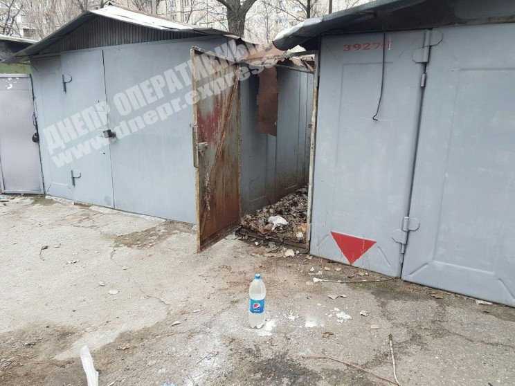 В Днепре между гаражами нашли избитую де…