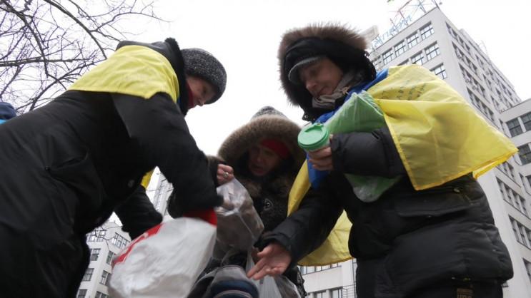 Харківські волонтери повезли смаколики е…