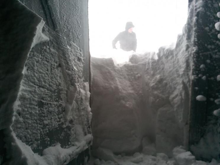 На вершинах Карпат снігу навалило більше…