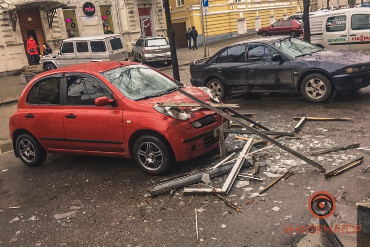 """У центрі Дніпра балкон вітром """"здуло"""" на…"""