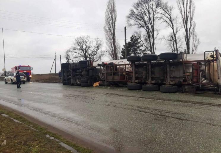 На Дніпропетровщині трасу залило олією з…