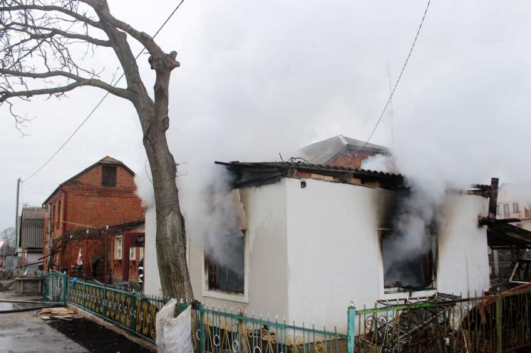 У Хмельницькому автівка згоріла разом з…