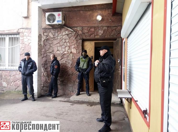 Поліція розблокувала вхід на центральний…