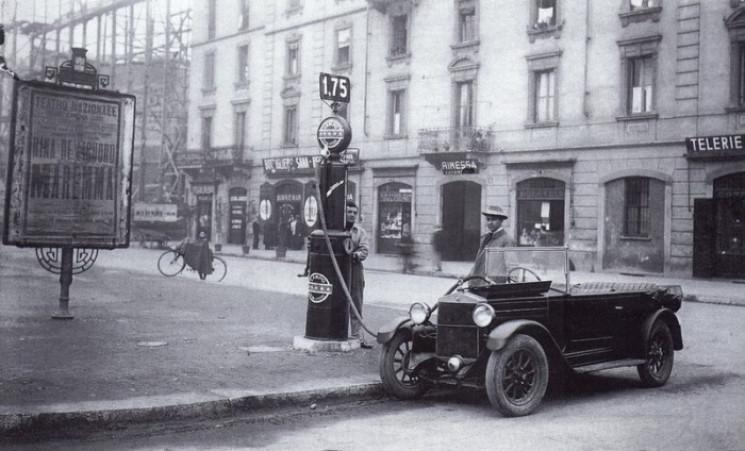 Чому минулого століття в автомобільне па…