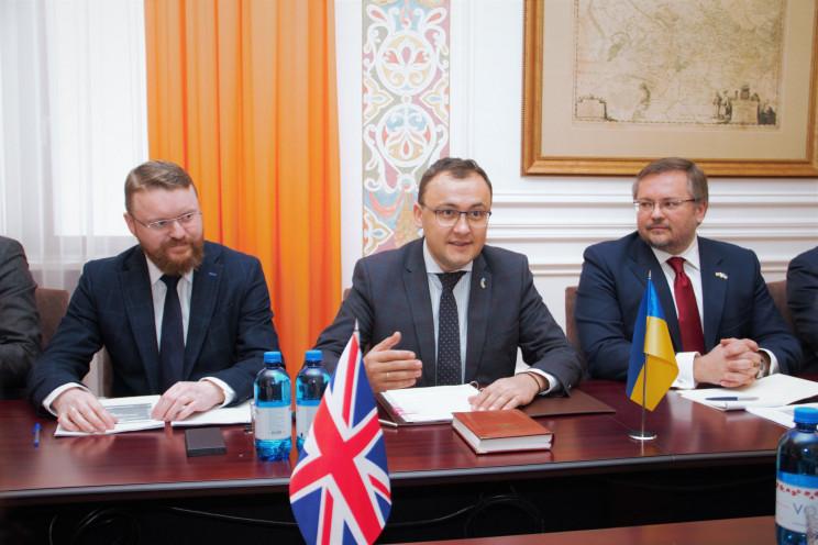 Україна та Британія почали переговори пр…