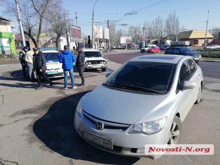 """У центрі Миколаєві дві автівки """"перемане…"""