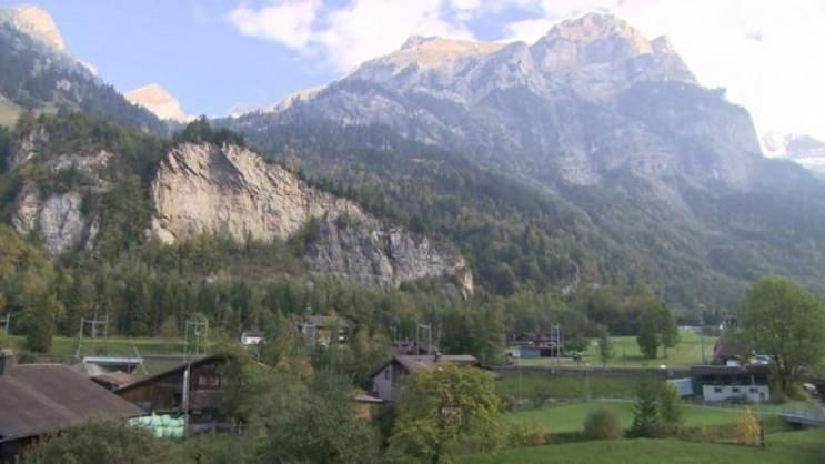 У Швейцарії евакуюють все село на 10 рок…