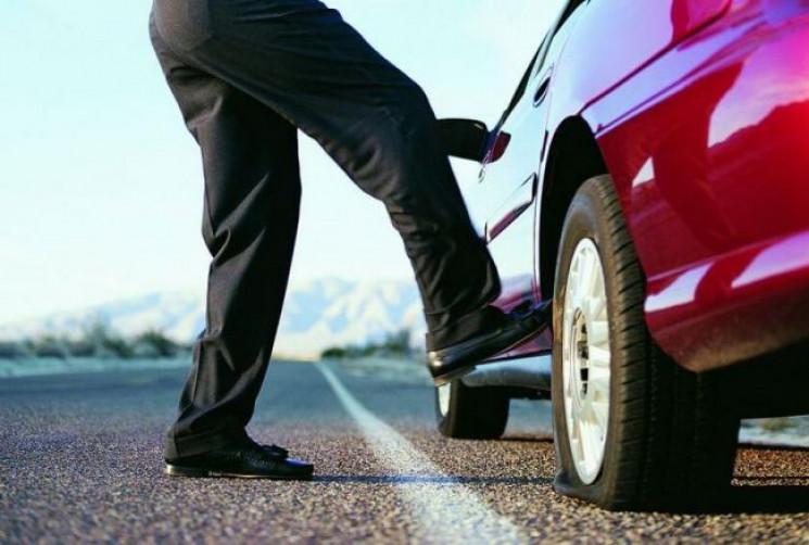 Навіщо водії стукають по колесах, - пояс…
