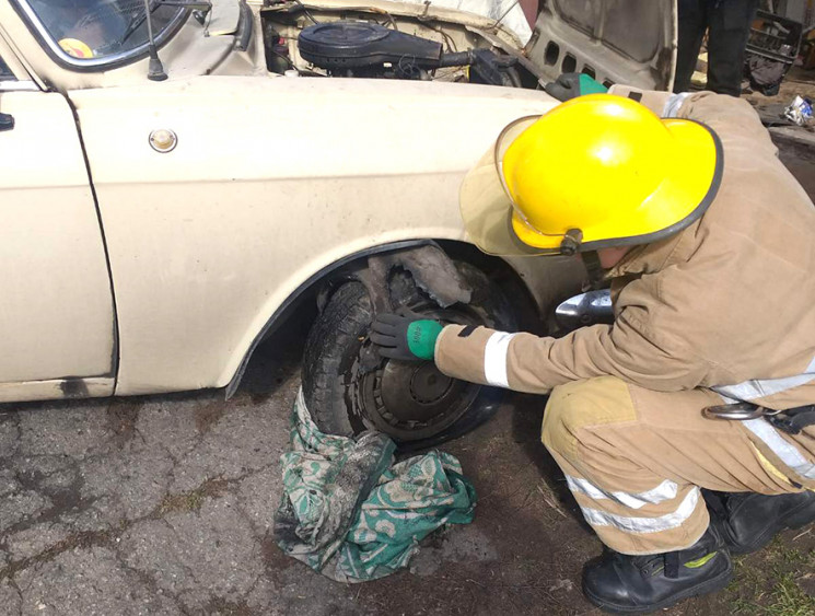 Автопожар на Полтавщине: Спасатели извле…