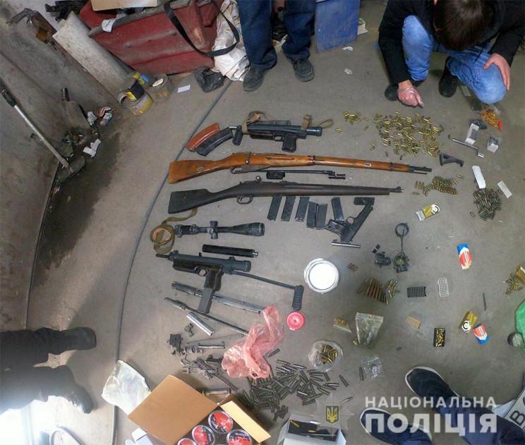 На Одещині вилучили арсенал зброї та боє…