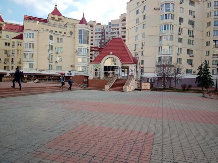Київ суворий: Як шлях до набережної на О…