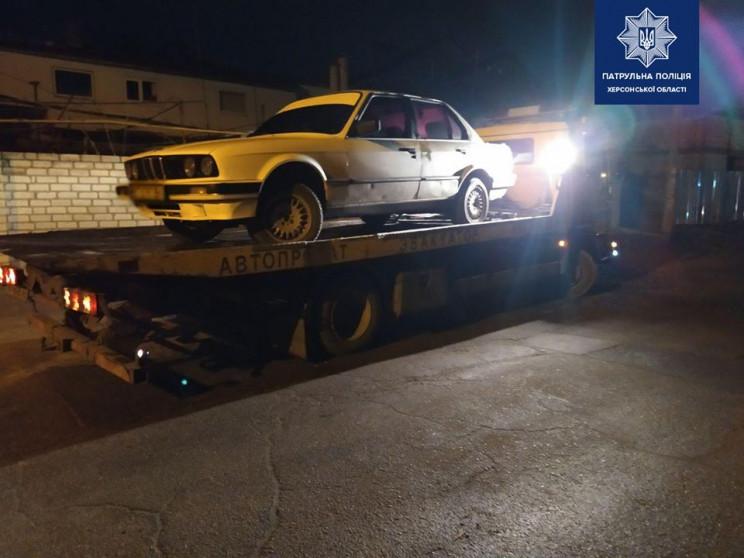 В Херсоне патрульные забрали BMW у водит…