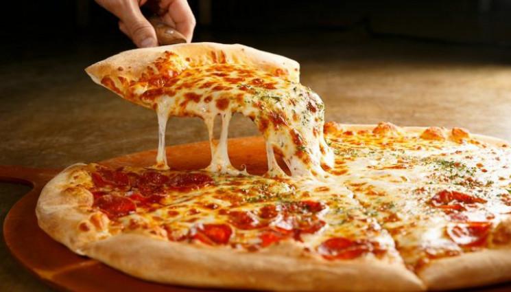 Рекорд: Кухар приготував піцу з 257 сорт…