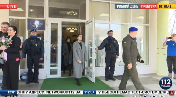 Евакуйовані українці вже виходять з медц…