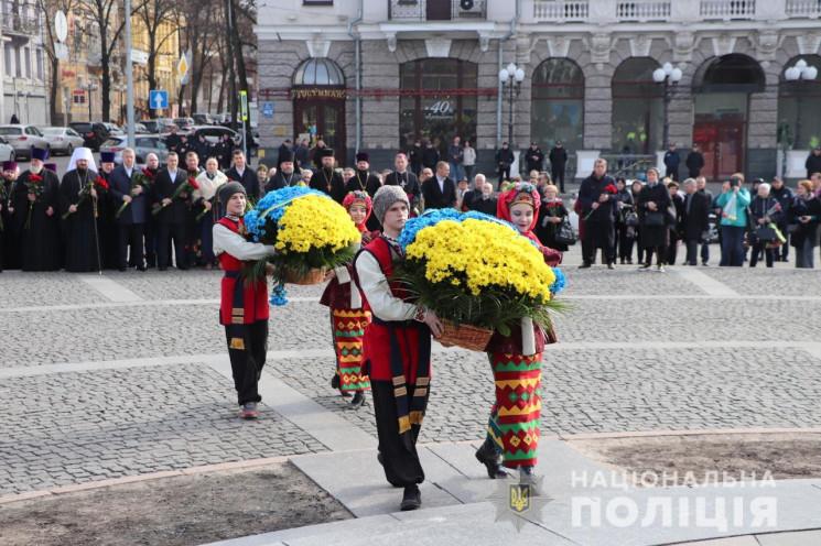 В Харькове представители власти и общест…