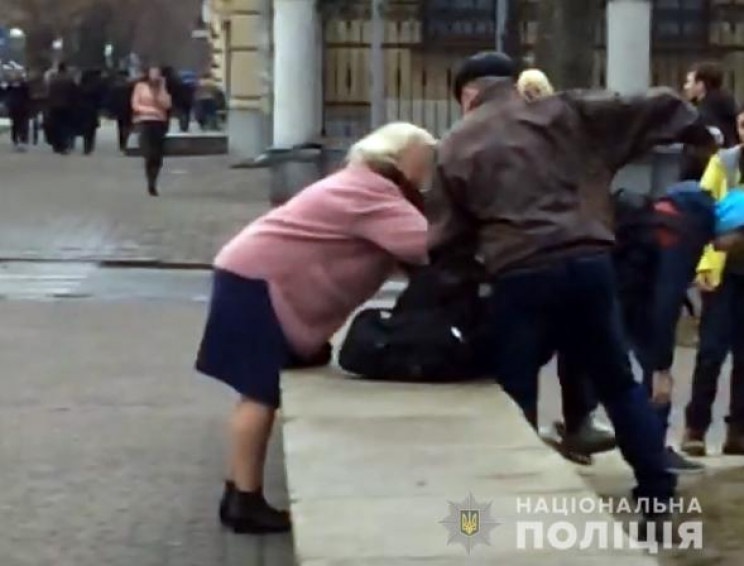У центрі Полтави батько жорстоко побив п…